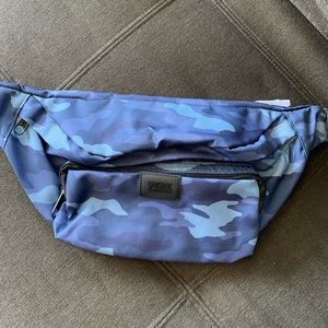 VS PINK CAMO FANNY PACK